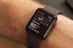 Apple Watch có thể giúp người dùng phát hiện ra mình có bị nhiễm COVID-19 không trước 1 tuần